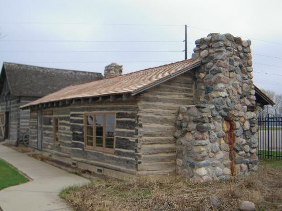 Runestone Museum: Log cabin