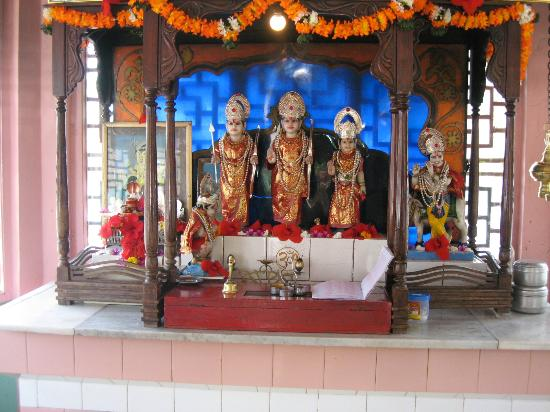 Girivihar Hotel: The awesome Ram-temple at the centre
