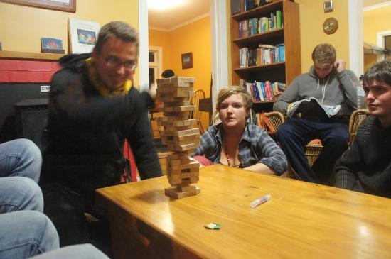 Chez la Mer Backpackers: jenga playing