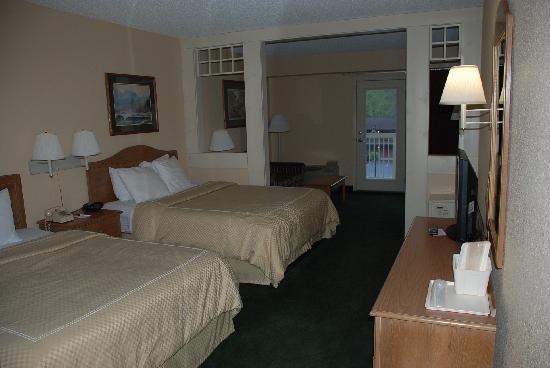 Comfort Suites: 4