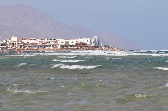 Ghazala Hotel: looking toward's Dahab from the beach