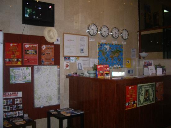 Sol Hostel: Reception