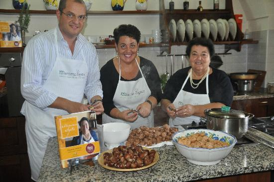 """Mamma Agata - Cooking Class : Mamma Agata, Chiara and Gennaro in the kitchen and their famous cookbook """"Simple and Genuine"""""""