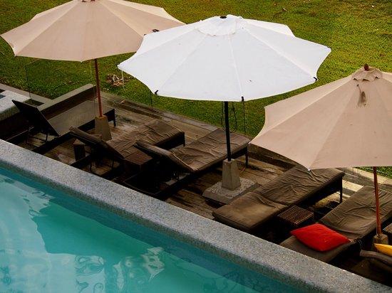 Castaways Resort & Spa Mission Beach: Sun beds