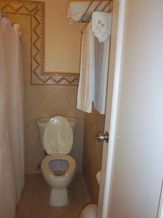 Hotel Bucaneros Hotel & Suites: bathroom room 305
