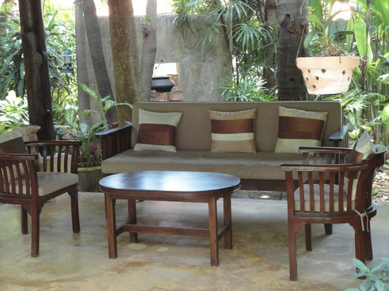Safari Beach Hotel: Outside sitting arrangement