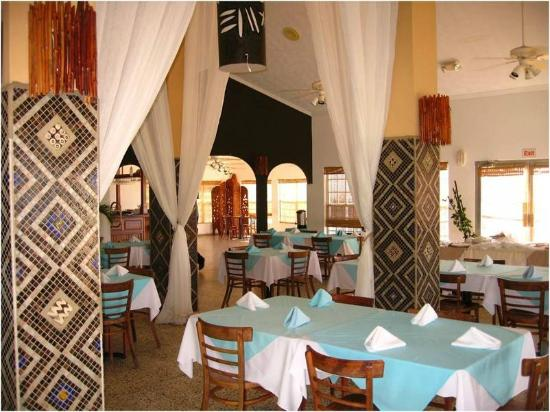 Turquoise Bay Dive & Beach Resort: dining