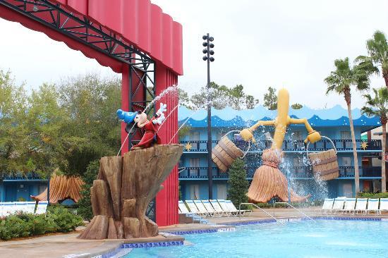 Piscine picture of disney 39 s all star movies resort for Hotel disney avec piscine