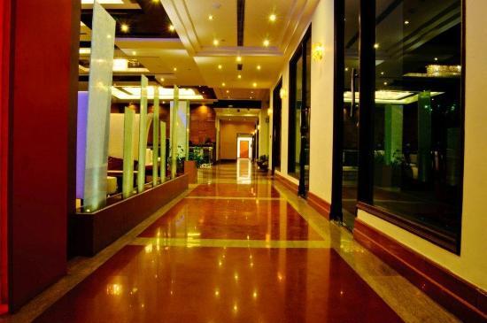 Citrus Manali Resorts : A view of the Lobby Corridor at Manali Resorts, Manali