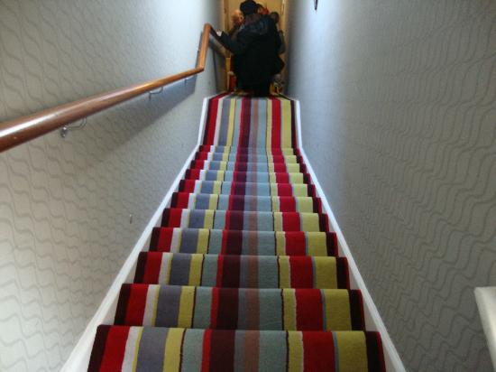 BEST WESTERN Seraphine Kensington Olympia Hotel: Escada que liga a rua lateral a recepção