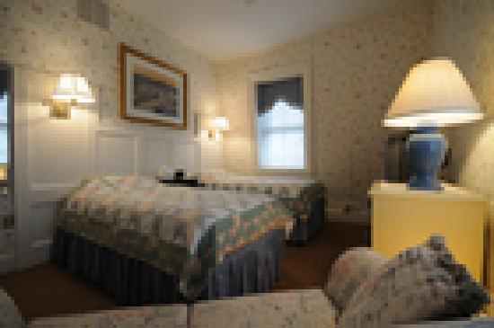 Flag House Inn : Twin beds on third floor
