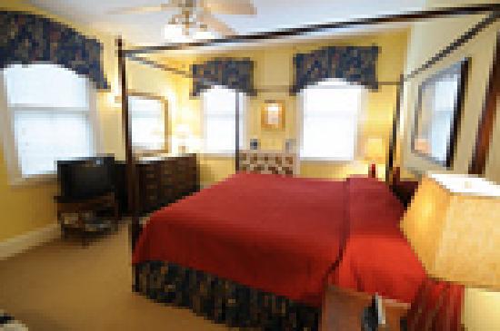 Flag House Inn: Two room suite on second floor