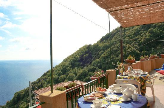 Terrazza vista mare - Picture of Brezza di Mare, Framura - TripAdvisor