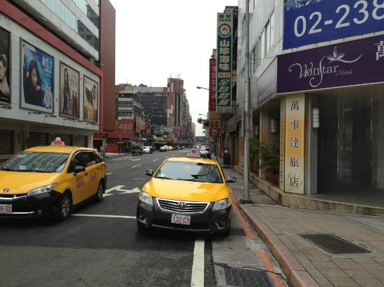 Wonstar Hotel Zhonghua : Taxi aplenty.