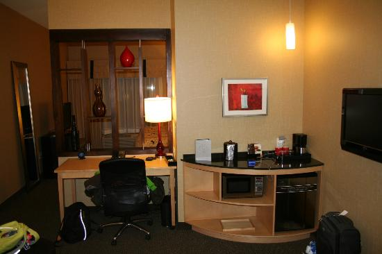 Cambria hotel & suites Denver International Airport: Desk, fridge and microwave.
