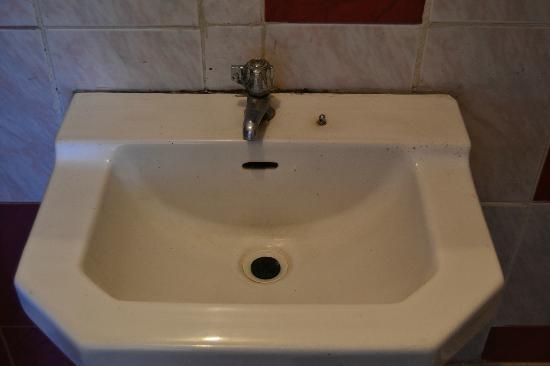 Samana Wasi: Bathroom in a poor state