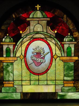Rivertown Inn: Every window in the home has been replaced with stain glass...amazing!!
