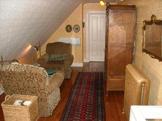 Rivertown Inn: Facing the other bedchamber, plus one more offered on the top floor