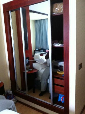 Hotel Olympia: Armario amplio, limpio y prolijos.