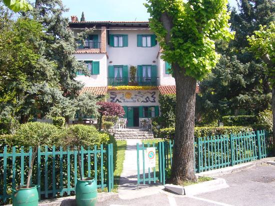 Hotel Villa Gruber: La villa dal porticciolo
