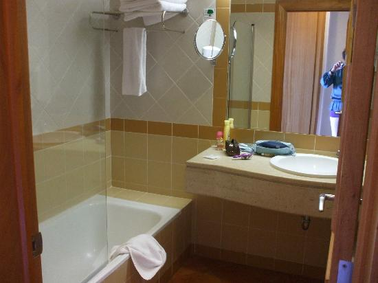Savoy Calheta Beach: Our Bathroom