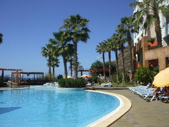 Savoy Calheta Beach : The pool from the bar