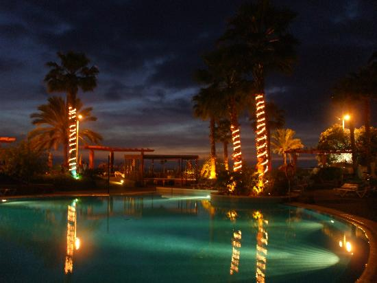 Savoy Calheta Beach: Pool and bar at night