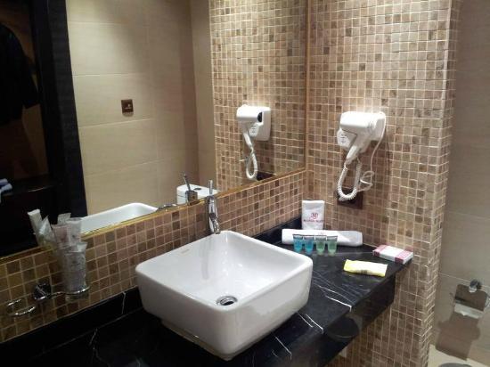 Manhattan Astana Hotel: Badezimmer