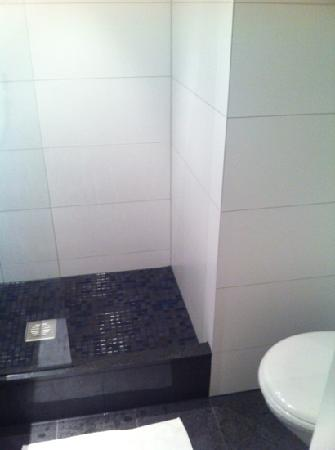 Motel One Saarbrucken: bathroom