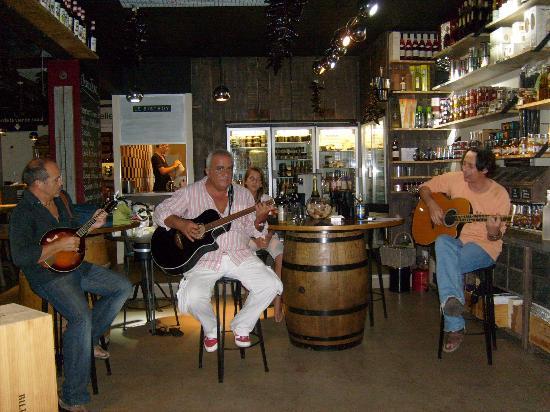 Txerri Gorria: Music at Absolutely Wine Le Bistroy