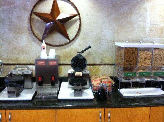 Comfort Suites Austin Airport: Free Breakfast