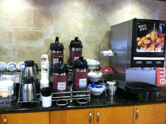 Comfort Suites Austin Airport : Free Beverages