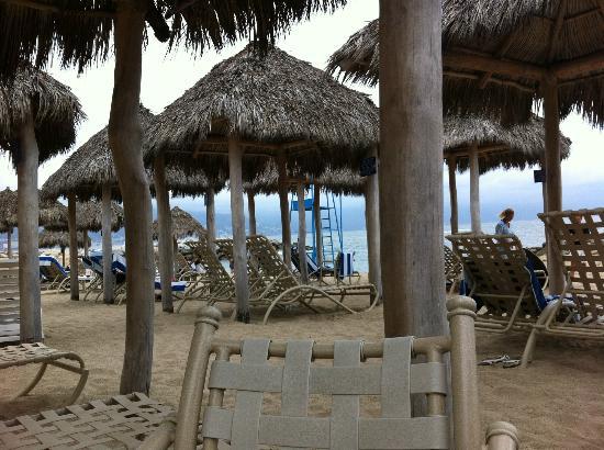 Club Regina Puerto Vallarta : palapas on the beach