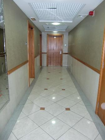 Rose Garden Hotel Apartments - Bur Dubai: interior hotel