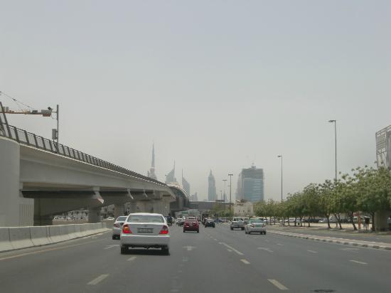 Rose Garden Hotel Apartments - Bur Dubai: buenas carreteras
