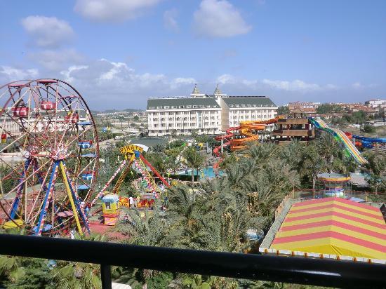 Royal Dragon Hotel: funfair and water park