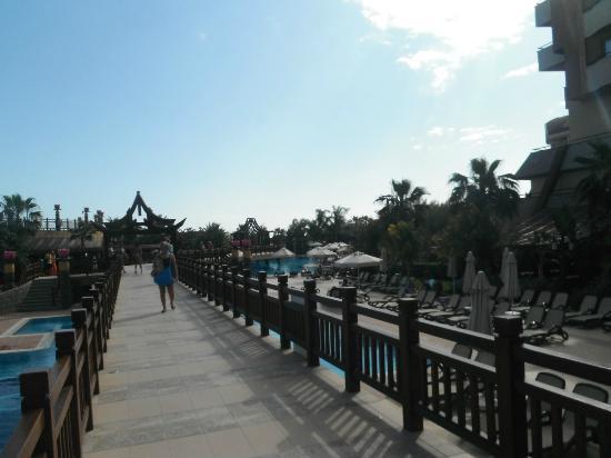 Royal Dragon Hotel: main walkway