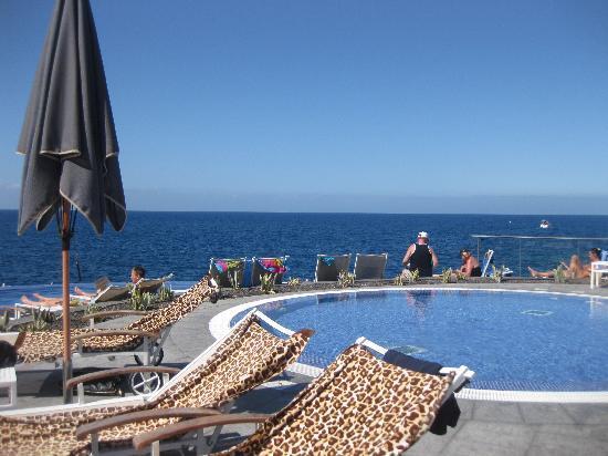 Marina Suites: piscina 2