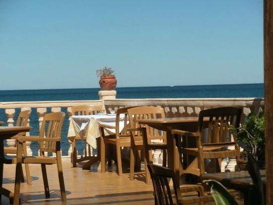 Restaurante Mena: Outdoor Dining Terrace