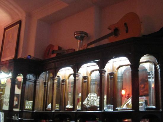 Captains Bar: Some of the decoration