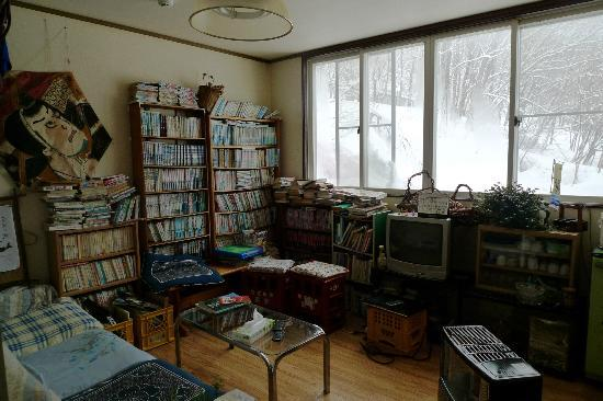 Hutte Birke : Place to chill, read some old comics and have a cuppa