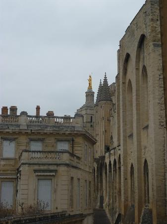 Mercure Avignon Centre Palais des Papes : vue latérale de la chambre 218