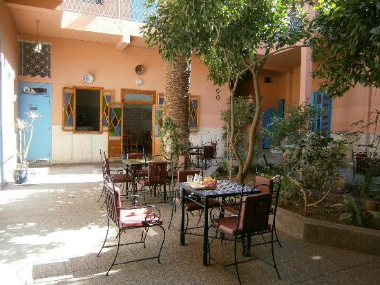 Hotel Toulousain : Breakfast in Courtyard