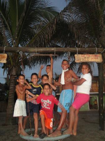 Posada Olmito : Los niños de Canoa frente a Olmito