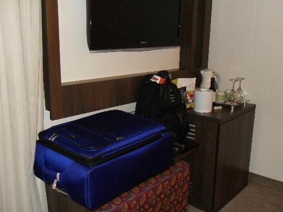 Four Points by Sheraton Curitiba : Mini bar, coffee and others