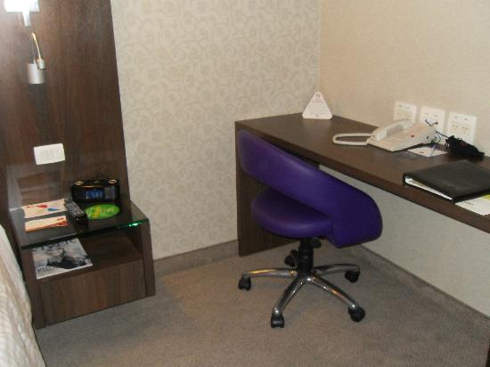 Four Points by Sheraton Curitiba : Desk