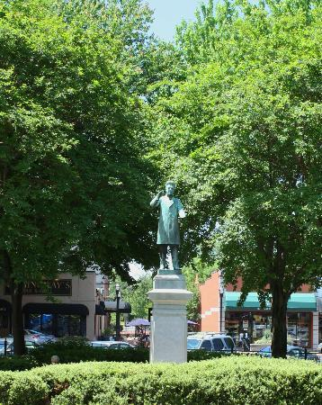 Marietta Square: Statue in the Park