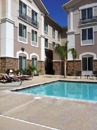 Hilton Garden Inn Las Vegas/Henderson: enjoy the pool in a fairly sheltered courtyard