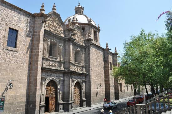 Conservatorio de las Rosas: с 1904 г. здесь размещается музыкальная школа.Это самая старая консерватория в Америке.