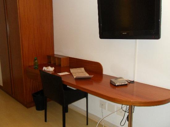برومينيد بالاديوم: Desk